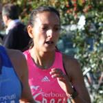 Sous le soleil et encouragés par un nombreux public, les coureurs sont venus <b>...</b> - fatiha-serbouti_foulees_vertaviennes